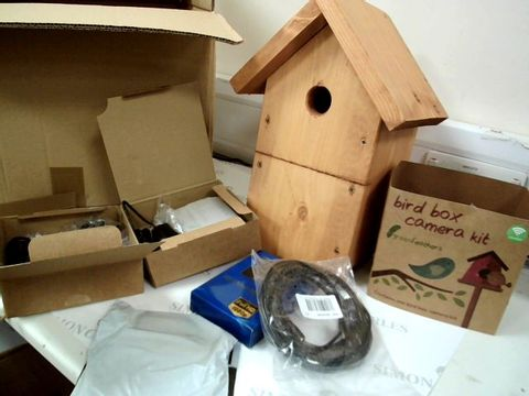 Lot 7580 WOODEN BIRD NESTING BOX WITH WIRELESS BIRD BOX CAMERA KIT