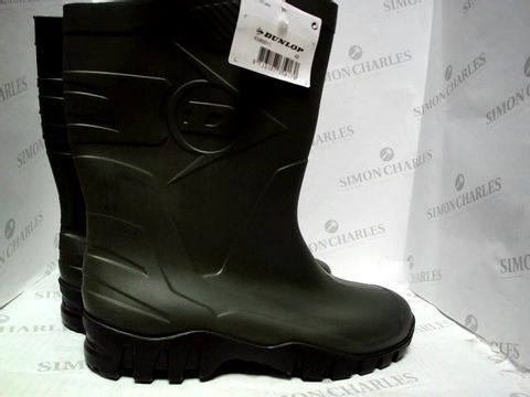 Lot 63 DUNLOP MID LENGTH WELLIE BOOTS GREEN SIZE 8