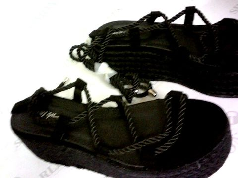 Lot 1085 NASTY GIRL RAFFIA PLATFORM ROPE LACE SANDALS BLACK SIZE 6
