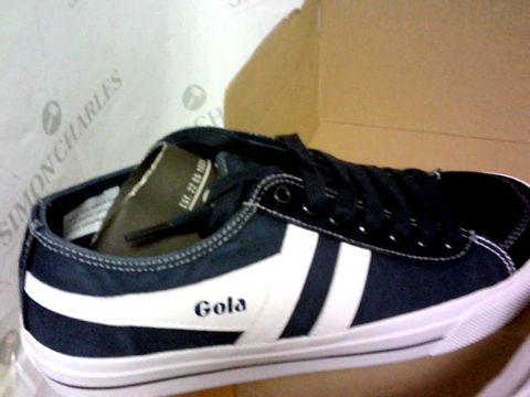 Lot 1015 GOLA NAVY/WHITE SIZE 6