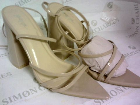 Lot 1084 NASTY GIRL PROVE YOUR POINT STRAPPY BLOCK HEELS NUDE SIZE 6