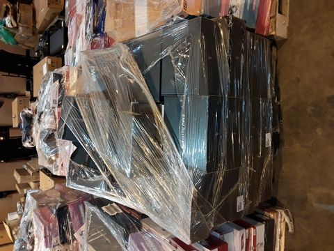 Lot 4017 PALLET OF APPROXIMATELY 70 PAIRS OF ASSORTED SHOES TO INCLUDE: