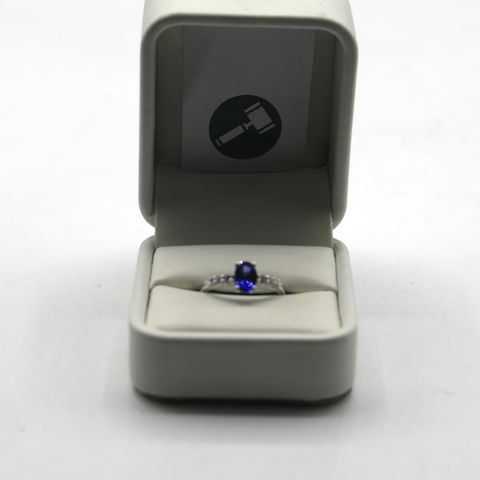 Lot 20 DESIGNER 18ct WHITE GOLD RING SET WITH AN OVAL TANZANITE TO DIAMOND SET SHOULDERS WEIGHT +- 0.90ct
