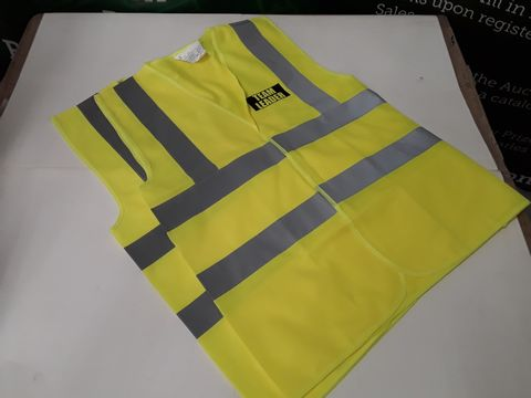 Lot 68 LOT OF APPROXIMATELY 10 HIGH VISIBILITY VESTS IN VARIOUS SIZES - TEAM LEADER DECAL