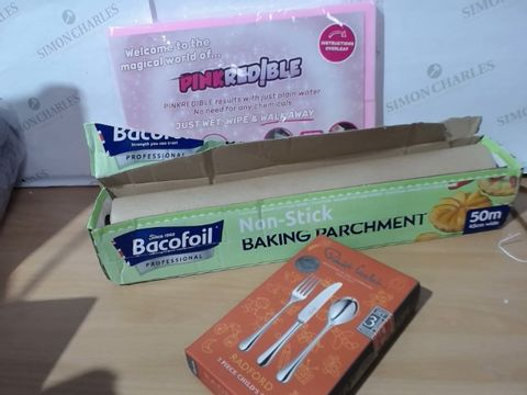 Lot 2002 MEDIUM LOT OF ASSORTED HOUSEHOLD ITEMS TO INCLUDE: BACOFOIL NON STICK BAKING PARCHMENT (50M-45CMWIDE), PINKREDIBLE SPONGES, ROBERT WELCH RADFORD 3 PIECE CHILD'S SET CUTLERY BOX ETC