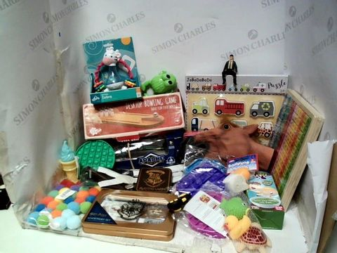 Lot 185 BOX OF ASSORTED TOYS AND GAMES TO INCLUDE STRESS RELIEF POPPERS, HORSE HEAD PUPPET, HARRY POTTER STATIONARY SET