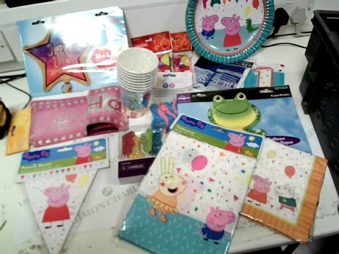 Lot 822 A BOX OF ASSORTED BIRTHDAY ACCESSORIES  INCLUDING CANDLES, PAPER PLATES AND BALOONS