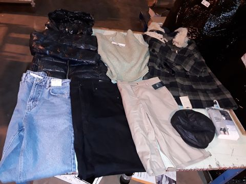 Lot 13524 CAGE OF ASSORTED CLOTHING ITEMS TO INCLUDE: M&S SHORTS, TOPSHOP JEANS, ZARA WOMAN HOODED JACKET, TOPSHOP JUMPER, TOPSHOP JACKET, LEVI JEANS, NIKE GILLET ETC
