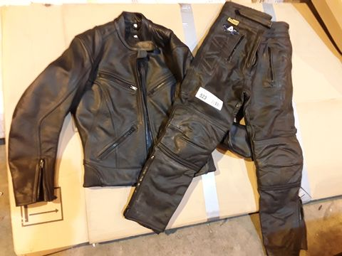 Lot 523 TWO PIECE BLACK LEATHER MOTORCYCLE SET, JACKET SIZE UK 10, TROUSERS GB 10.