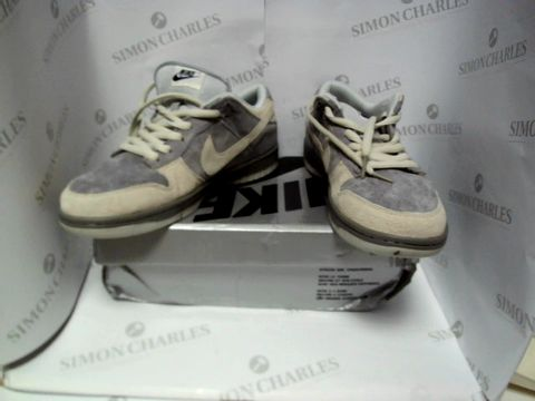 Lot 13065 BOXED PAIR OF DESIGNER NIKE SB - UK SIZE 8