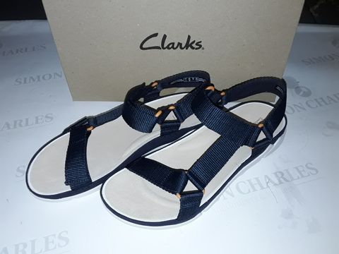 Lot 8055 BOXED PAIR OF CLARK'S TRI SPOTTY SHOES IN NAVY TEXTILE - UK 7