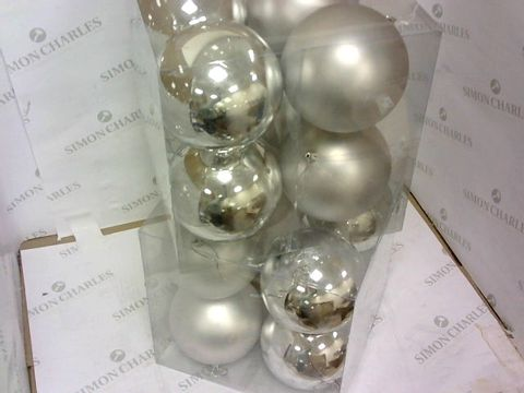 Lot 30 2 BOXES OF 8 JUMBO 12 CM CHRISTMAS TREE BAUBLES - SILVER RRP £25.98