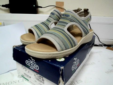 Lot 4753 BOXED PAIR OF DESIGNER FLY FLOT GREEN SANDALS SIZE Uk 6