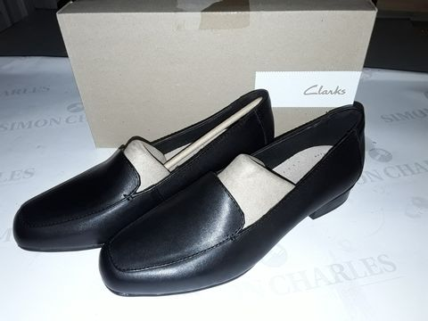 Lot 8001 BOXED PAIR OF CLARK'S JULIET LORA SHOES IN BLACK -  UK 7