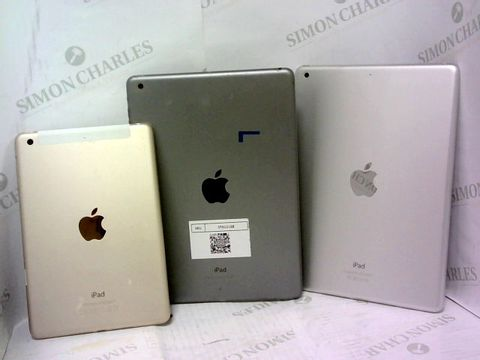 Lot 935 A SMALL BOX OF APPROXIMATELY 15 APPLE IPAD BACK COVERS