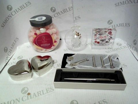 Lot 4350 LOT OF APPROXIMATELY 7 ASSORTED HOUSEHOLD ITEMS, TO INCLUDE PROSECCO BON BONS, PARKER PEN, PERSONALISED GOLF TEE SET, ETC RRP £165.00