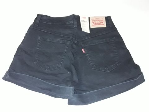 Lot 16 PAIR OF LEVIS MOM SHORTS IN BLACK - 27