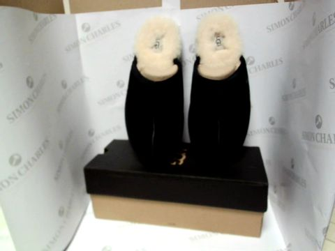 Lot 13064 BOXED PAIR OF DESIGNER UGG SLIPPERS - UK SIZE 11