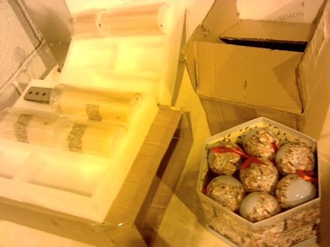 Lot 2371 BOX OF 9 ASSORTED ITEMS TO INCLUDE: CONTAINERS, ORGANISER, PET BOWLS ARTIFICIAL CANDLES ETC