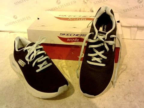 Lot 15927 BOXED PAIR OF SKETCHERS NAVY/LIGHT BLUE TRAINERS SIZE 6