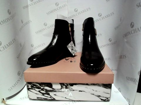 Lot 13001 BOXED PAIR OF DESIGNER MODA IN PELLE BOOTS - UK SIZE 7.5