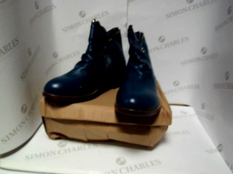 Lot 13070 BOXED PAIR OF BLUE BOOTS - UK SIZE 5
