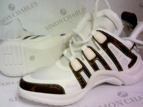 Lot 1032 TRAINERS BROWN/WHITE SIZE 37