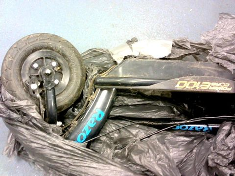 Lot 111 RAZOR POWERCORE E100 BLUE SCOOTER RRP £240.99