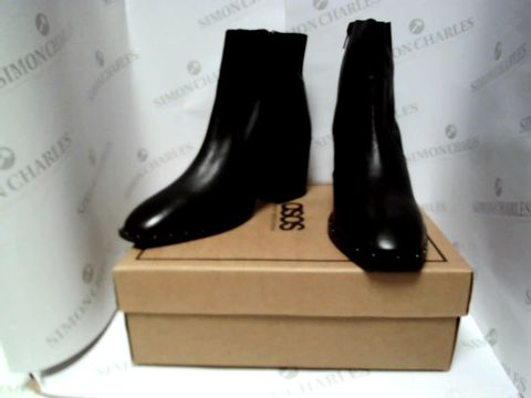 Lot 13091 BOXED PAIR OF DESIGNER ASOS BOOTS - UK SIZE 8