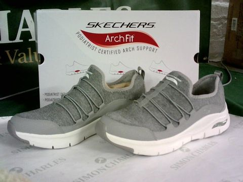 Lot 8112 SKECHERS ARCH FIT RAINBOW VIEW BUNGEE TRAINERS GREY UK 7