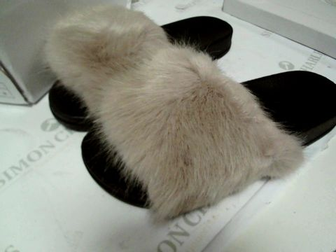 Lot 13094 BOXED PAIR OF DESIGNER BEIGE FAUX FUR TRIMMED SLIPPERS