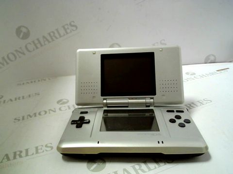 Lot 1224 NINTENDO DS HAND HELD GAMES CONSOLE