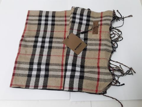 Lot 11 BURBERRY STYLE SCARF