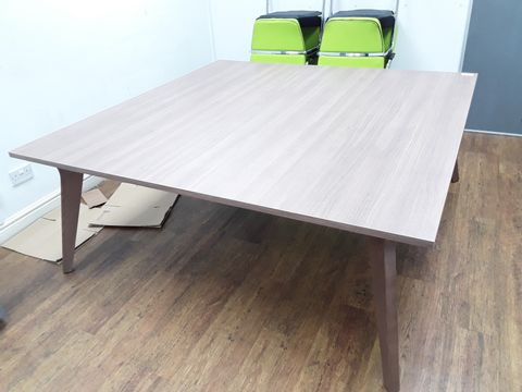 Lot 50 LARGE WOOD-EFFECT TABLE