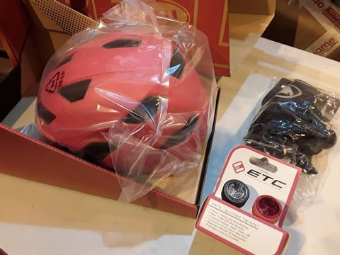 Lot 62 BELL CHILDS RED CYCLE HELMET SIZE 47-54cm, SET OF ETC SILICON LIGHTS & PAIR ENDURA KIDS NEMO GLOVES