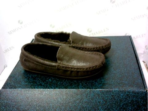 Lot 8010 BOXED PAIR OF EMU AUSTRALIA SLIPPERS SIZE 7M