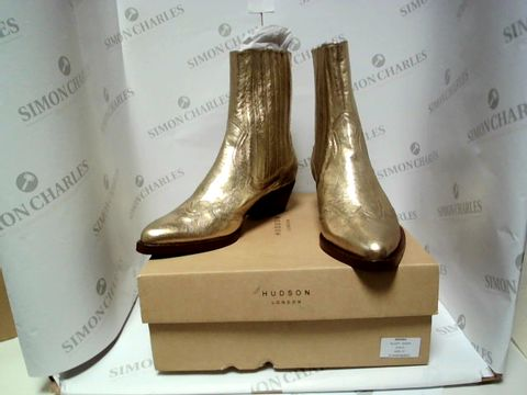 Lot 13034 BOXED PAIR OF DESIGNER HUDSON BOOTS - UK SIZE 4