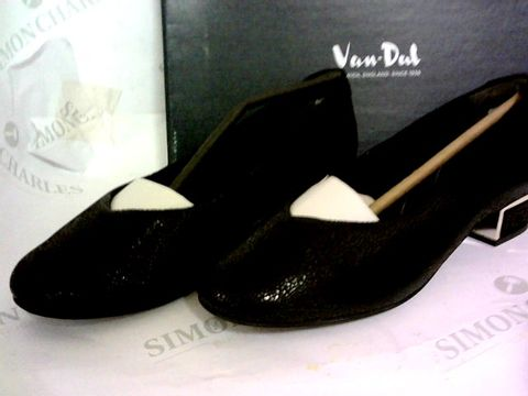 Lot 1012 VAN-DAL 'REECE' STYLE FLAT SHOES BLACK SIZE 5E