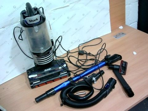 Lot 4094 SHARK NV700UK CORDED LIFTAWAY WITH DUO CLEAN