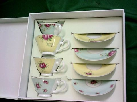 Lot 5050 AYNSLEY ARCHIVE ROSE TEACUPS AND SAUCERS (SET OF 4), BONE CHINA, MULTI, 15.2 X 15.2 X 6.4 CM