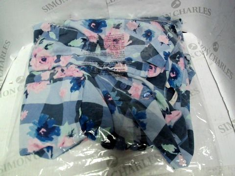 Lot 13008 TU FLORAL SHIRT SIZE M