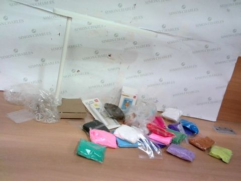 Lot 2269 LOT OF LARGE QUANTITY OF ASSORTED CRAFT ITEMS WITH LED LIGHT