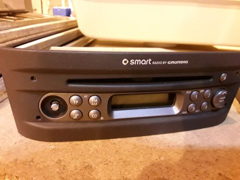 Lot 15 GRUNDIG SMART CAR RADIO/CD PLAYER