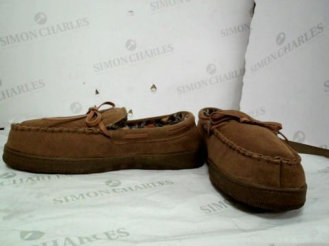 Lot 8614 PAIR OF MUCK LUCK FAUX SUEDE SLIPPERS UK SIZE 8.5