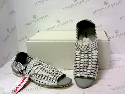 Lot 8030 BOXED PAIR OF ADESSO SLIP ON SHOES SIZE 40