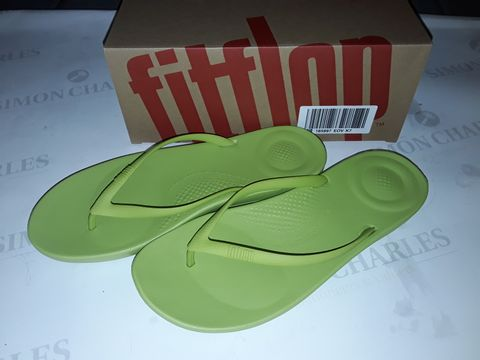 Lot 8020 BOXED PAIR OF FLIPFLOP IQUSHION ERGONOMIC SLIDERS IN LIME GREEN - UK 7