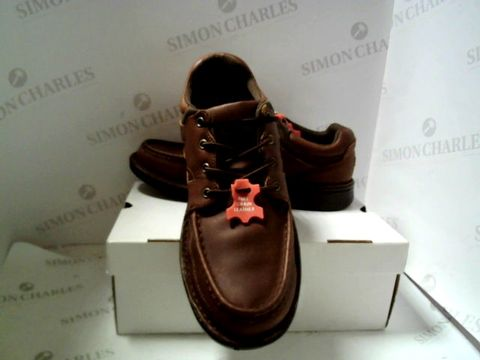 Lot 4920 DESIGNER BOXED PAIR OF MENS BROWN LACE UP SHOES SIZE UK 13