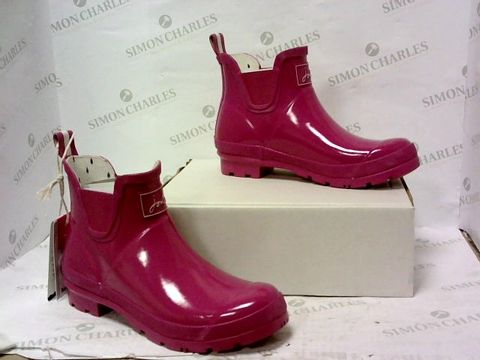 Lot 8038 BOXED PAIR OF JOULES BOOTS SIZE 7