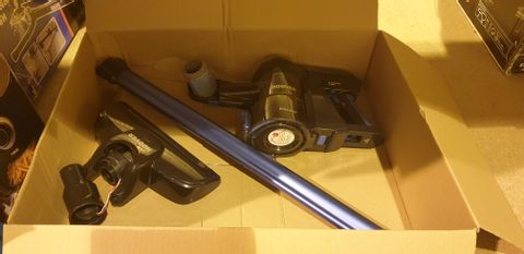 Lot 2088 HOOVER FREEDOM LITE 2-IN-1 CORDLESS STICK VACUUM CLEANER