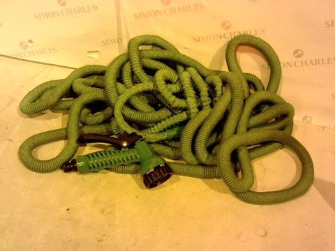Lot 2064 BELL & HOWELL BIONIC STRETCH HOSE WITH DAC5 WEBBING & 7 POSITION NOZZLE IN GREEN